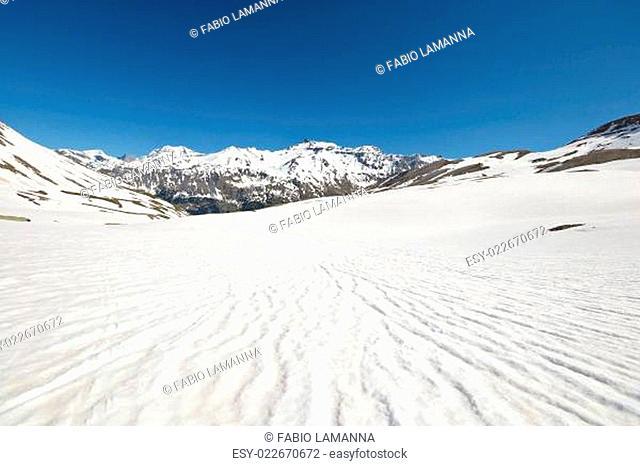 High altitude snow melting pattern
