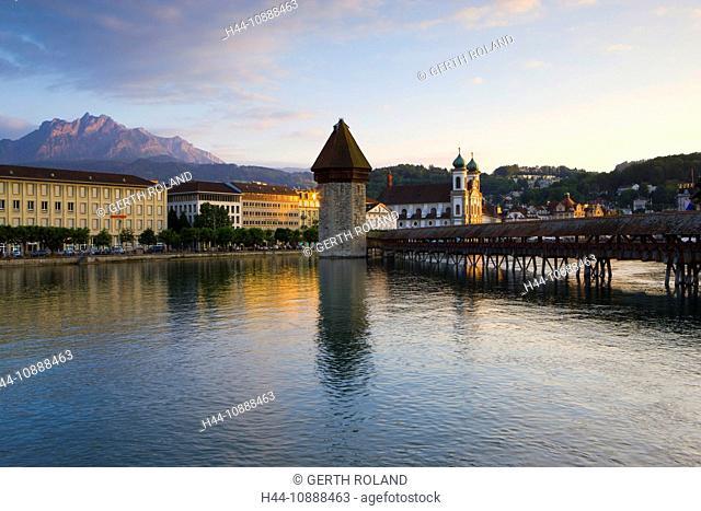 Lucerne chapel bridge, Switzerland, Europe, canton Lucerne, town, city, Old Town, bridge, wooden bridge, chapel bridge, river, flow, Reuss, church
