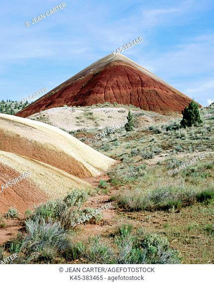 Red Clay Mound, 'Big Red', Painted Hills, John Day Fossil Beds National Monument, Oregon, USA