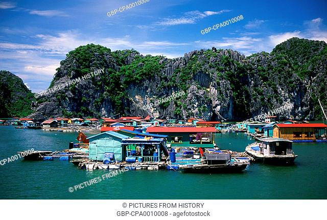 Vietnam: Floating fishing village, Halong Bay, Quang Ninh Province