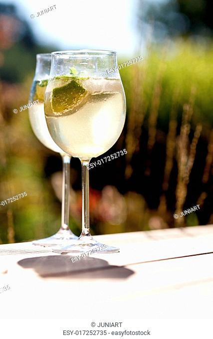 hugo prosecco elderflower soda ice summer drink outdoor aperitif