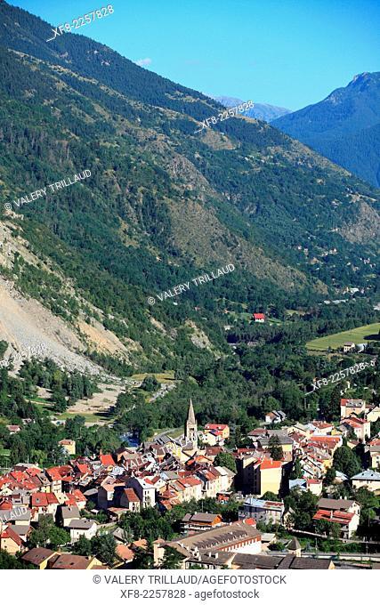 The perched village of Saint Etienne de Tinee in the Tinée Valley, Mercantour National Park, Alpes-Maritimes, Provence-Alpes-Côte d'Azur, France