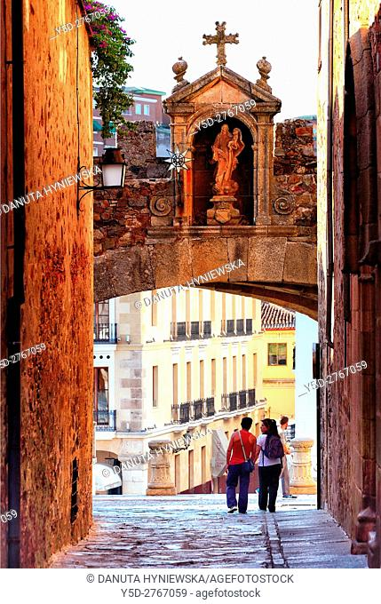 Arco de la Estrella - Arch of the Star - entrance to the Old Town of Caceres, UNESCO World Heritage, Extremadura, Spain, Europe