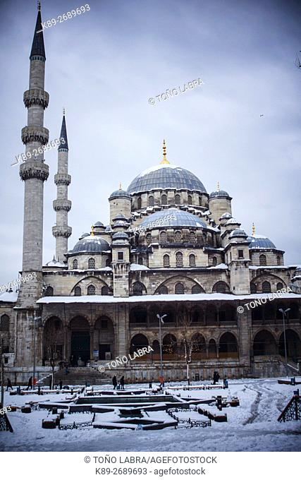 Yeni (New) Mosque (by Davut Aga) under the snow. Istanbul. Turkey