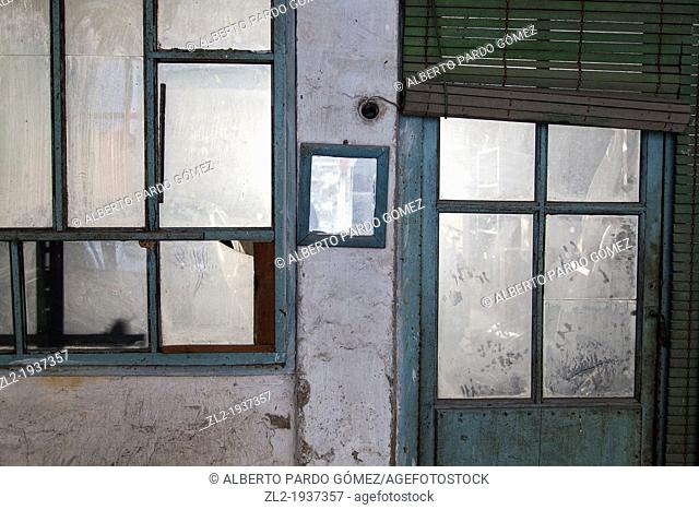 window and door dirty, old home in Valencia