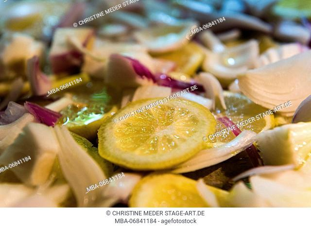 Lemon, onions, in oil