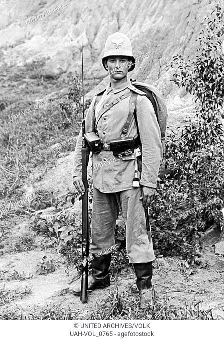 Deutscher Soldat im deutschen Pachtgebiet in Tsingtau, China 1900er Jahre. A German soldier at leased territory in Tsingtao, China, 1900s