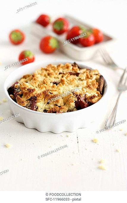 Rhubarb and strawberry crumble with coconut