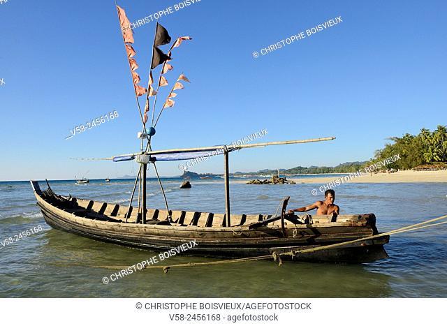 Myanmar, Rakhine State, Ngapali beach, Fisherman