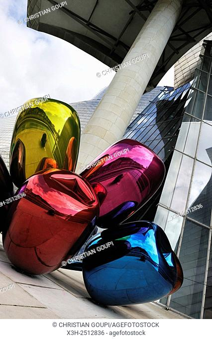 ''Tulips'' by artist Jeff Koons at the Guggenheim Museum designed by architect Frank Gehry, Bilbao, province of Biscay, Basque Country, Spain, Europe