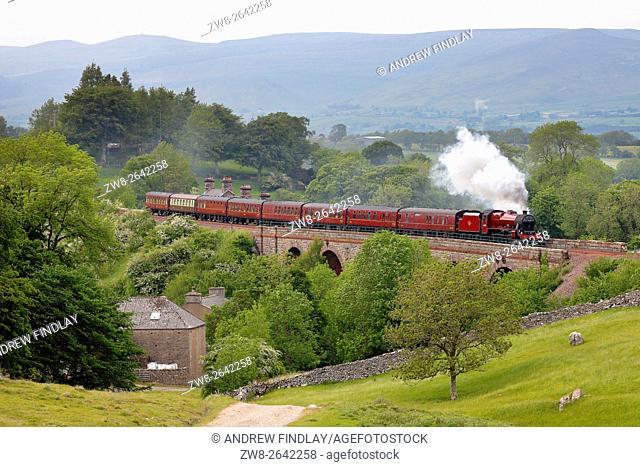 Settle to Carlisle Railway Line. Steam train crossing Crosby Garrett Viaduct. Eden Valley, Cumbria, England, UK. Summer