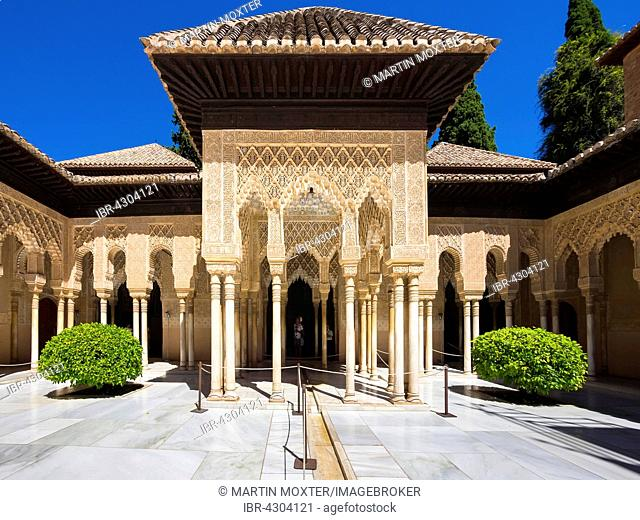 Arabesque Moorish architecture, Court of the Lions, Patio de los Leones, Nasrid, Alhambra, Granada province, Andalucía, Spain, Europe