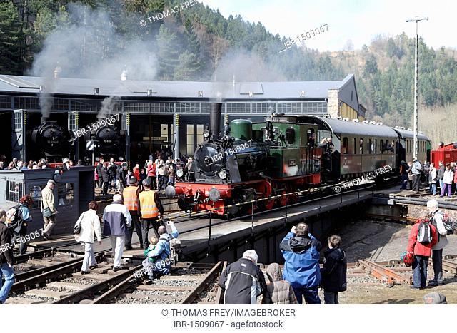 Dampfspektakel 2010 steam train show, Prussian steam engine T11-Hannover 75 12 on the turntable at the railway depot, Gerolstein, Rhineland-Palatinate, Germany