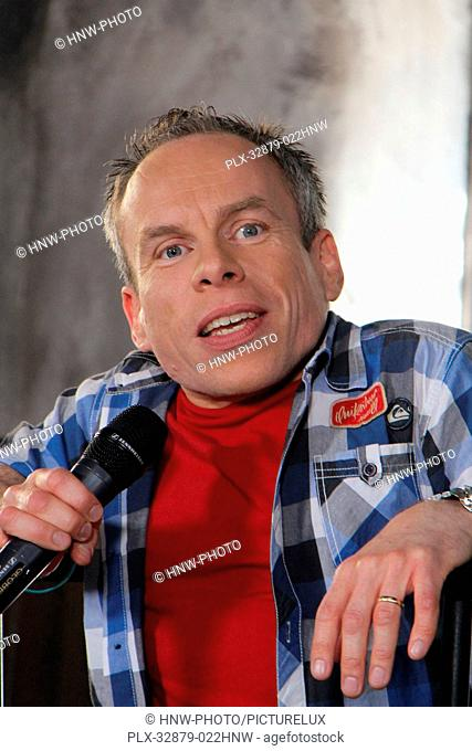 Warwick Davis 04/06/2016 The Wizarding World of Harry Potter Media Preview Day held at the Universal Studios Hollywood in Hollywood