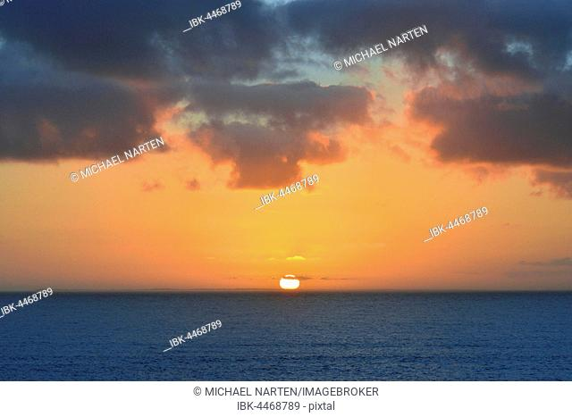 Sunset with clouds, sun on the horizon, the North Sea, Borkum, East Frisian Island, East Frisia, Lower Saxony, Germany