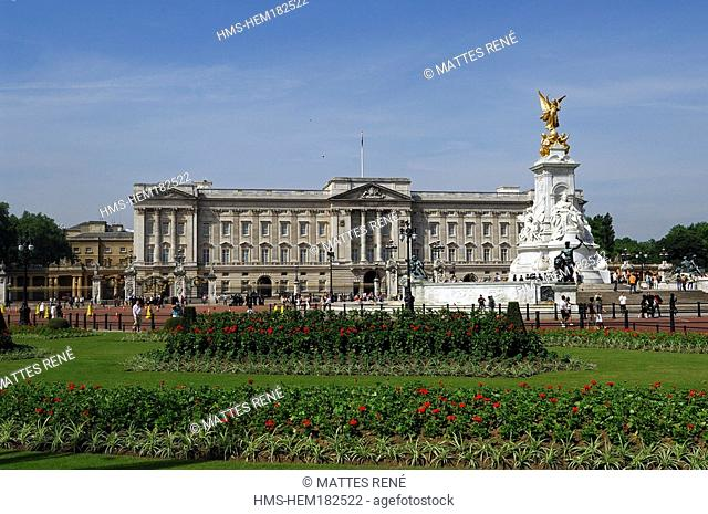 United Kingdom, London, Westminster, Buckingham Palace and Queen Victoria Memorial
