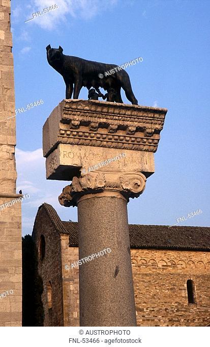 Wolf statue on column in front of basilica, Basilica of Aquileia, Aquileia, Friuli-Venezia Giulia, Italy