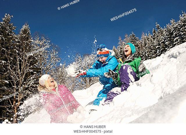 Austria, Salzburg, Young women and man having in snow at Altenmarkt Zauchensee