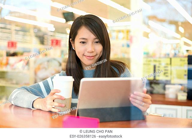 Woman use of digital tablet pc in shop