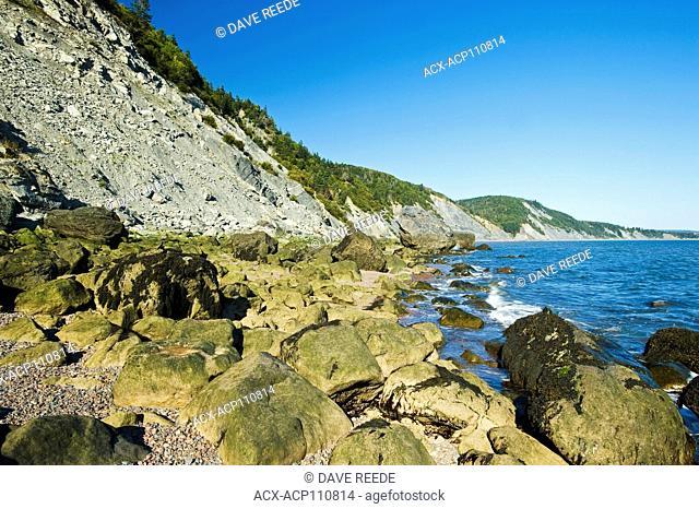 Shoreline, Cape Chignecto Provincial Park, near Advocate in the Minas Basin, Bay of Fundy, Nova Scotia