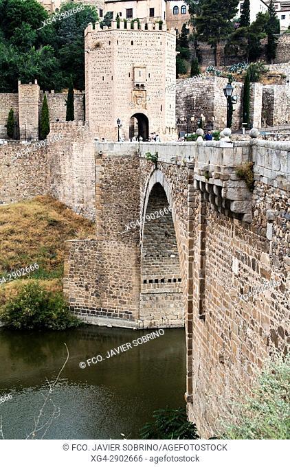 Puente de Alcántara sobre el río Tajo. Toledo. Castilla La Mancha. España. Europa