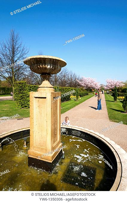 Fountain at Avenue Gardens in Regents Park,London