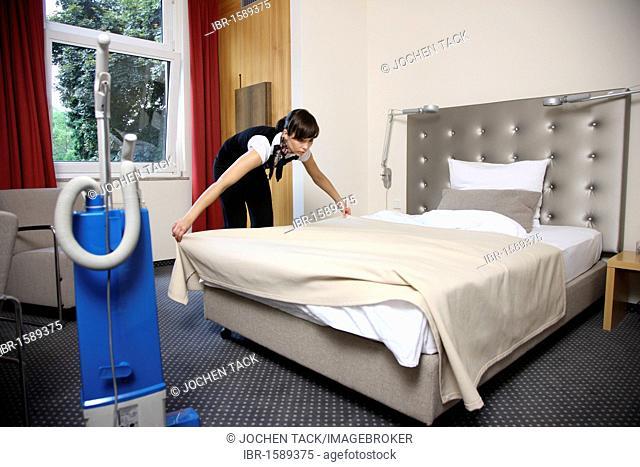 Hotel Management trainee working in a hotel, room service, Essen, North Rhine-Westphalia, Germany, Europe