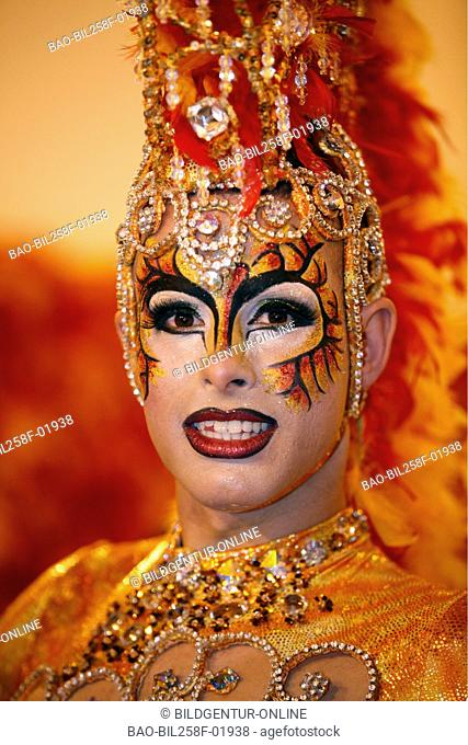 A man as a woman dresses up in the carnival of reading Palmas of the capital the insel grain Canaria on the Canary islands in the Atlantic, Spain