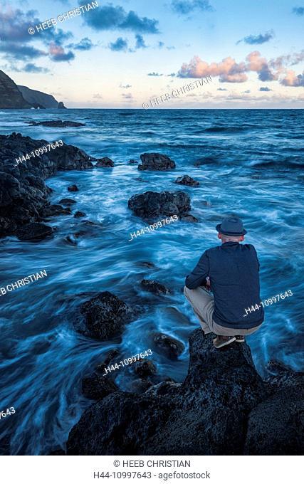 South America, Chile, Easter Island, Isla de Pasqua, south pacific, UNESCO, World Heritage, man with hat on seashore, MR