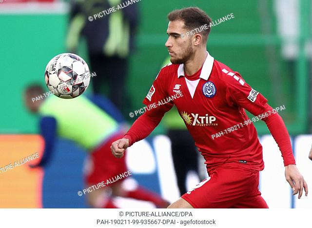 09 February 2019, Bavaria, Fürth: Soccer: 2nd Bundesliga, SpVgg Greuther Fürth - MSV Duisburg, 21st matchday, at the Sportpark Ronhof Thomas Sommer