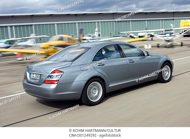 Mercedes S 320 CDI, model year 2005-, silver, driving, diagonal from the back, rear view, Airport