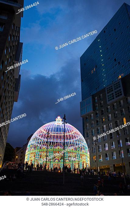 Cupula iluminada entre las Torres Isozaki en Bilbao. Vizcaya. Pais Vasco. España. Europa