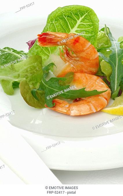 Shrimps with salad and lemon