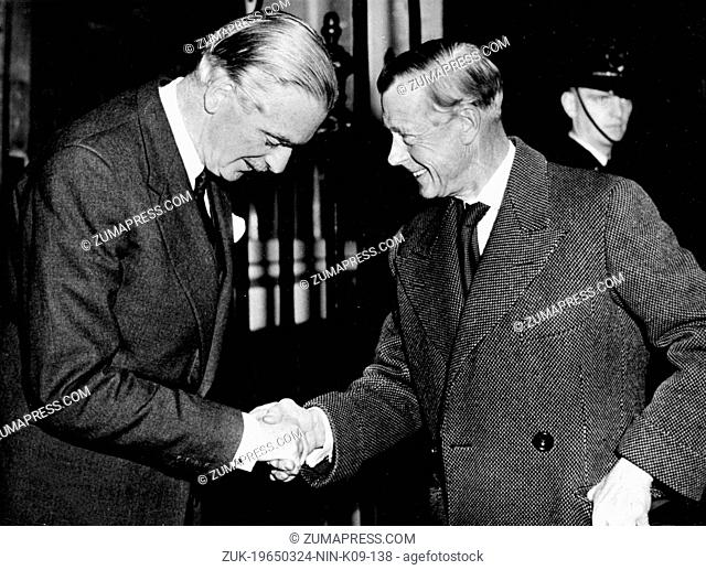 Nov. 11, 1955 - London, England, U.K. - Duke of Windsor greeting the Prime Minister Sir ANTHONY EDEN in the No. 10 Downing Street in London