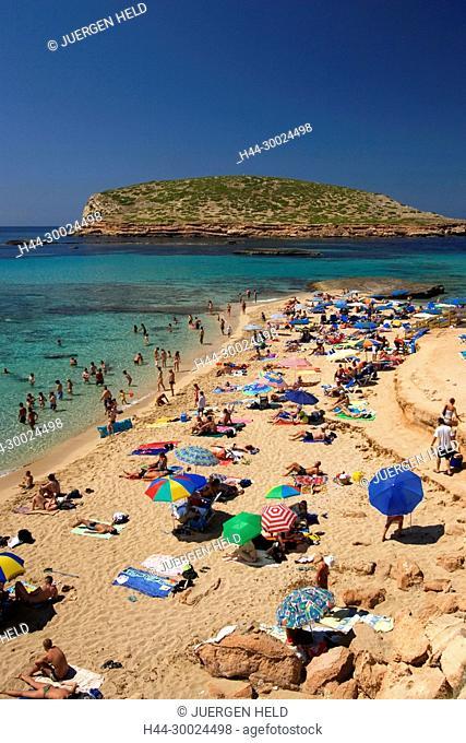 Spanien Balearen Ibiza beach , Cala Comte beach , people sunbathing