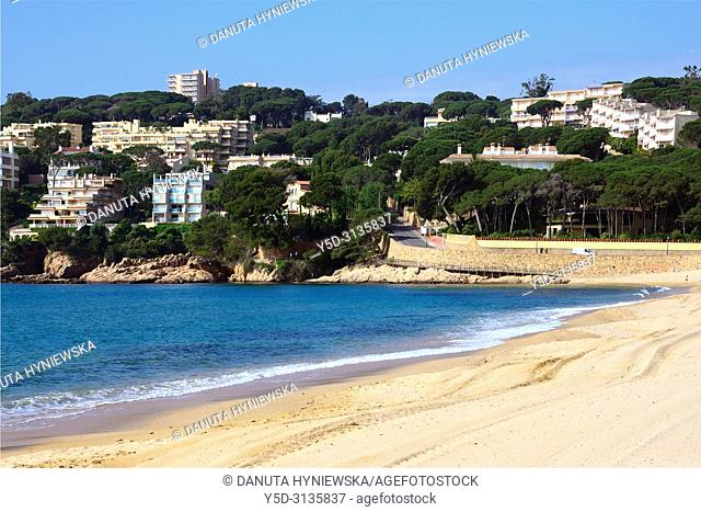 Sant Feliu de Guixols resort, Sant Pol sandy beach, hotels and apartments in background, Costa Brava, Baix Empordà , Catalonia, Spain, Europe