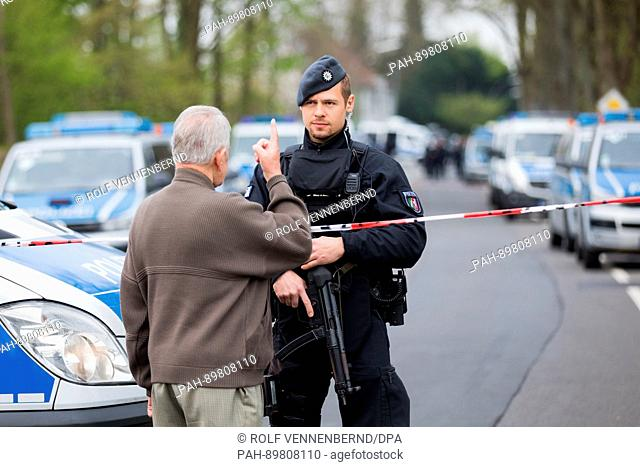 dpatop - A local resident speaks to a police officer blocking a road in Dortmund, Germany, 12 April 2017. Three explosions occurred near the road blockade next...