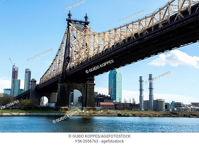 New York City, USA. View on the Ed Koch Queensboro Bridge from Roosevelt Island towards Queens