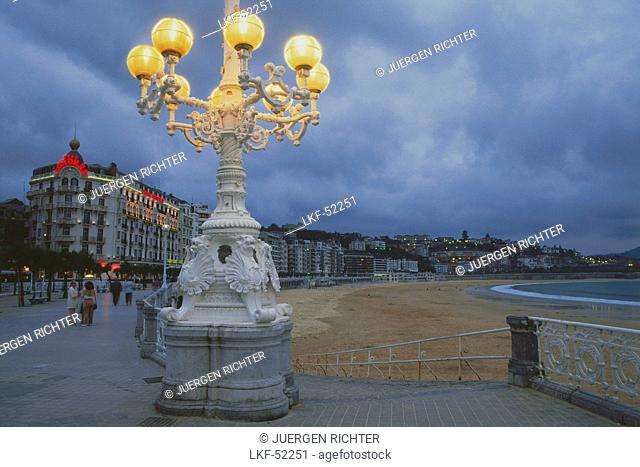 Street light along the promenade, Paseo de la Concha, San Sebastian, Province Guipuzcoa, Basque Country, Spain