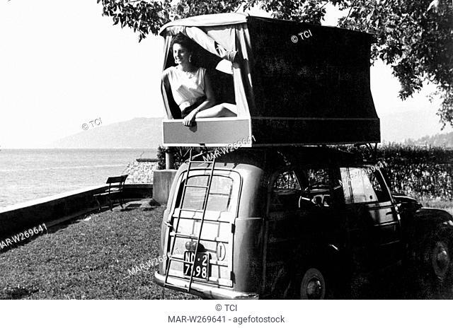 tenda su auto fiat 500 C giardiniera, 1956