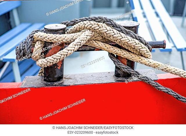 Cleat with mooring line of a boat