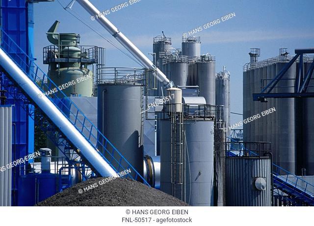 Fuel storage tanks in oil refinery, Dusseldorf, North Rhine Westphalia, Germany