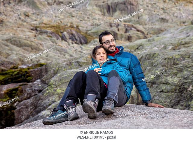 Spain, Sierra de Gredos, couple resting in the mountains