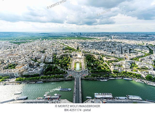 View from Eiffel Tower, Jardins du Trocadéro, Place du Trocadéro et du 11 Novembre, Paris, Ile-de-France, France