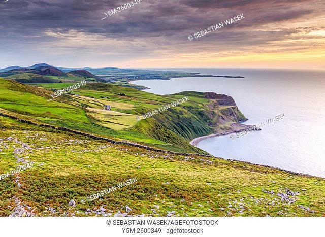 Sunset over Caernarfon Bay, Llithfaen, Gwynedd, Wales, United Kingdom, Europe
