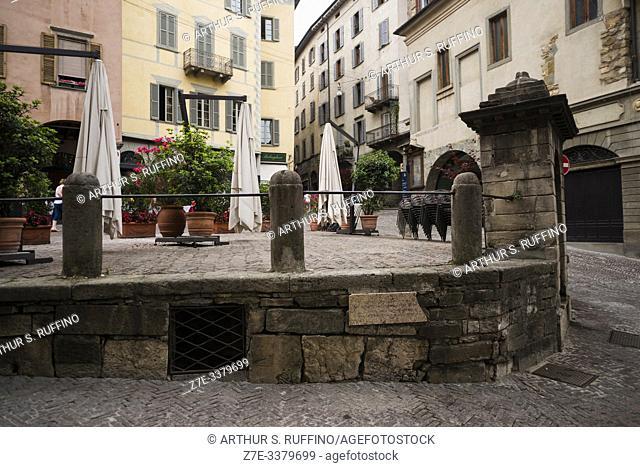 Piazza Mercato delle Scarpe (Shoe Market Square), Upper Town (Città Alta). Bergamo, Lombardy, Italy, Europe