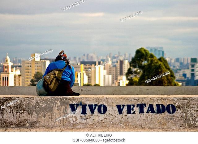 Seated Woman; median; Dr. Arnaldo Avenue; SP; Sao Paulo; Brazil