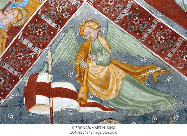 Deckenfresko eines musizierenden Engels des Maestro di Selva in der Kirche Santa Maria in Selva in Locarno Ceiling fresco of an angel playing music of Maestro...