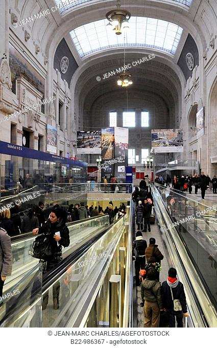 Milano Centrale railway station, Stazione di Milano Centrale, the station has no definite architectural style, but is a blend of many different styles