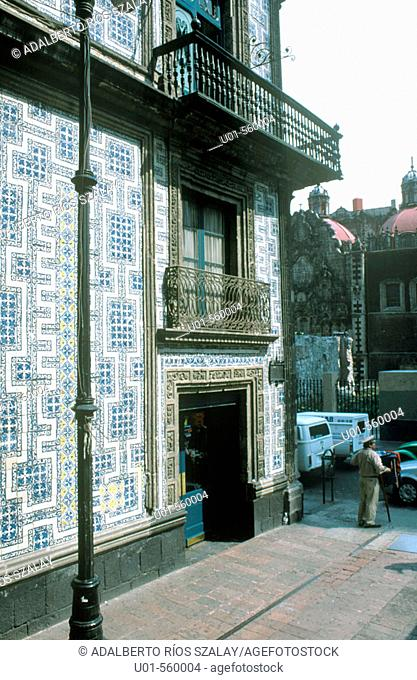 La Casa de los Azulejos. There are two versions of the origin of this house, the first one says that a Puebla widow that had moved to Mexico City decorated her...